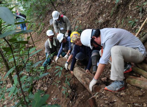 大家一起投入手作步道運動,重新省視自己與環境的關係,山林的景觀才能獲得改善。